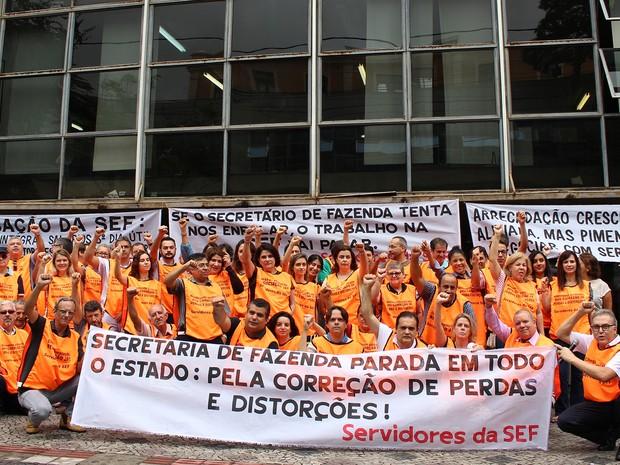 Sindicalistas se manifestam em frente à sede da SEF-MG. (Foto: Isis Medeiros/Sindifisco-MG)