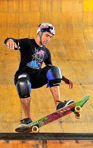 Mineirinho no treino do skate Rio Vert Jam (Foto: Fernando Soutello / Agif)