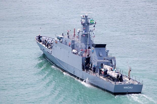Navio-Patrulha Macau, da Marinha do Brasil, faz buscas pelos pescadores desaparecidos (Foto: Divulgação/Marinha do Brasil)