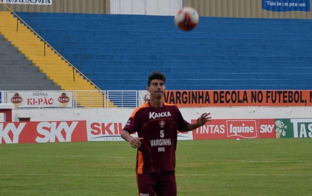 O volante Radamés é um dos destaques do Boa Esporte (Foto: Tiago Campos / Globoesporte.com)