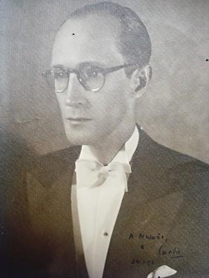 RARIDADES Drummond em 1948... (Foto: Reprodução)