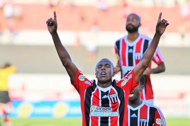 Samuel Santos, lateral do Botafogo-SP (Foto: Rogério Moroti / Agência Botafogo)