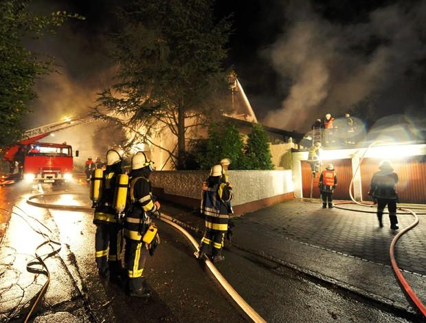 Incêndio na casa do jogador Breno do Bayer de Munique (Foto: EFE)