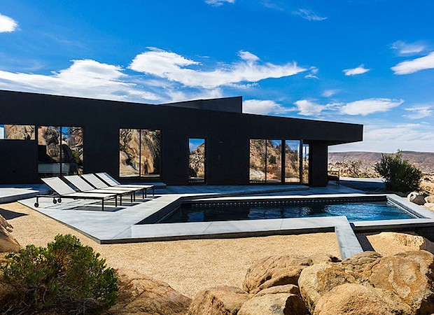 Já pensou nadar em uma piscina no meio do deserto? (Foto: Divulgação)