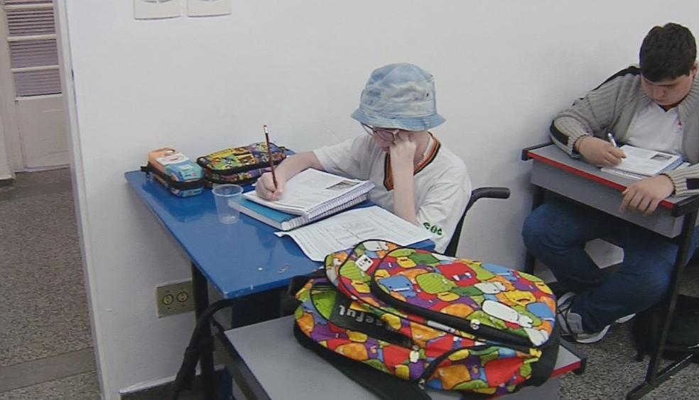 Menina de Jaú voltou à aula (Foto: Reprodução/TV TEM)