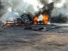 Acidente com caminhão, van e moto deixa 7 feridos e veículo incendiado