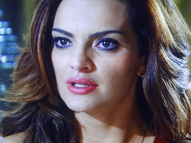 Amparo se assusta com pedido (Foto: Amor Eterno Amor / TV Globo)