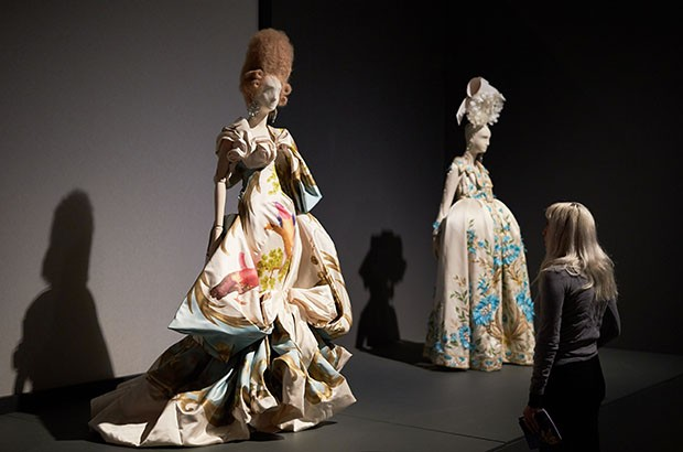 Vivienne Westwood often references 18th-century portraiture in her couture collections (Foto: MICHAEL BOWLES/GETTY IMAGES)