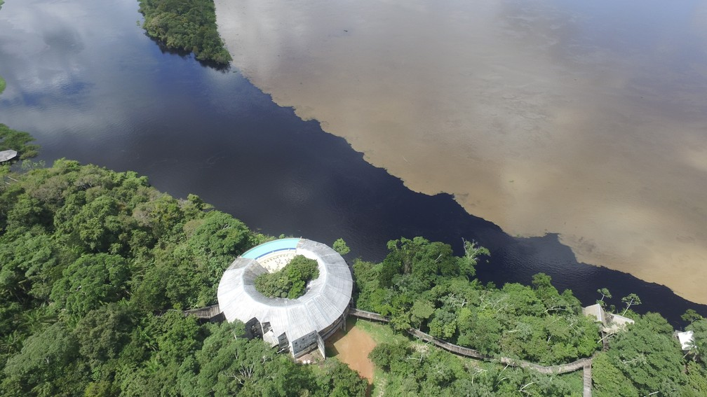 Encontro de rios acontece na frente de um hotel, em Guajará-Mirim (Foto: Emanoel Javoski/Arquivo Pessoal)