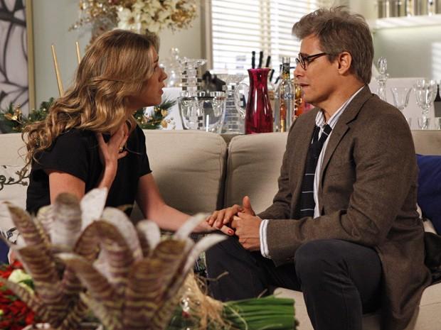 Tarde demais... Felipe pede Vânia em casamento e ela recusa o pedido (Foto: Guerra dos Sexos/ TV Globo)