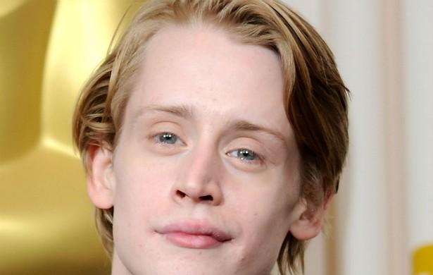 """Macaulay Culkin se emancipou com 14 anos de idade. Na mesma época, os pais se separaram e, desde então, ou seja, há quase duas décadas, o ator cortou relações com o pai, Christopher Cornelius """"Kit"""" Culkin. Há quem diga que Macaulay sofreu muito como ator-mirim, nos tempos de 'Esqueceram de Mim' (1990). (Foto: Getty Images)"""