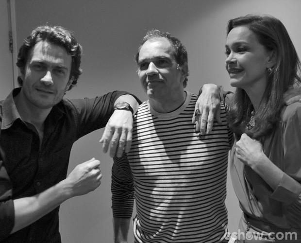 Humberto posa entre Gabriel e Julia (Foto: Domingão do Faustão/TV Globo)