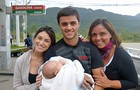 Mariana, Ana e Joaquim foram visitar primeiro dia de gravações de Felipe Simas (Foto: Malhação / TV Globo)