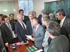 Deputados de sete partidos acionam Corregedoria para investigar Cunha