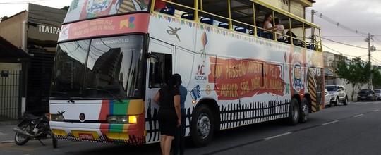 'Forró Bus' é opção de turismo e diversão (Artur Lira / G1)