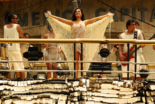 Sereia linda em cima do trio elétrico (Foto: TV Globo/ O Canto da Sereia)