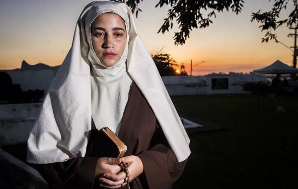 Yasmin Gomlevsky na pele da Irmã Assunção, de Tempo de amar (Foto: João Miguel Junior/ TV Globo)