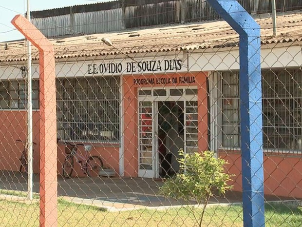 Escola que teve salas de aulas incendiadas  (Foto: Reprodução/ TV TEM)