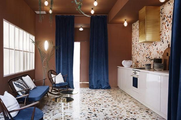 Na tendência: marmorite e rosa claro são destaque neste estúdio em Madri (Foto: Antártica Estudio/Divulgação)