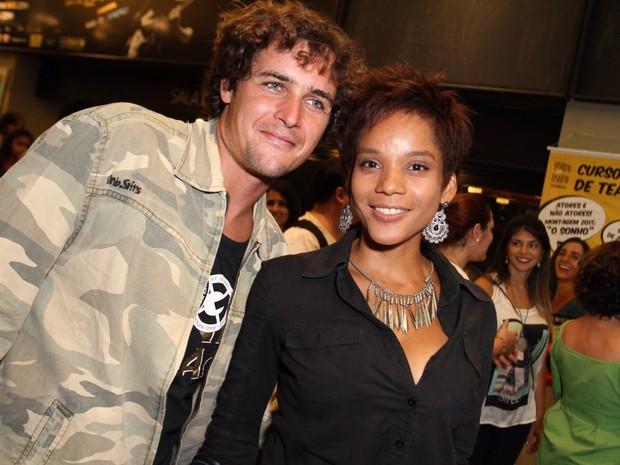 Felipe Dylon e Aparecida Petrowky em peça na Zona Sul do Rio (Foto: Anderson Borde/ Ag. News)