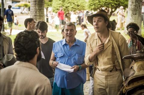 Jorge Fernando e Sergio Guizé nos bastidores de 'Eta mundo bom' (Foto: João Cotta)