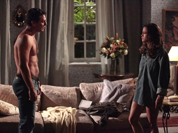 Théo conta que Érica está grávida e que não sabe o que fazer (Foto: Salve Jorge/TV Globo)
