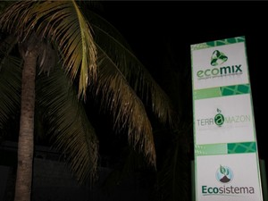 Incidente aconteceu em empresa que manuseia resíduos (Foto: Marcos Dantas/G1 AM)