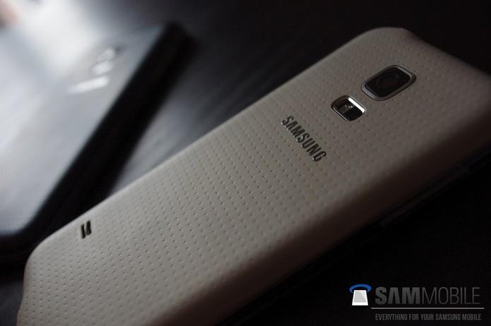 Sensor de batimentos cardíacos era dúvida no Galaxy S5 mini, mas pode ter sido confirmado (Foto: Reprodução/Elson de Souza)