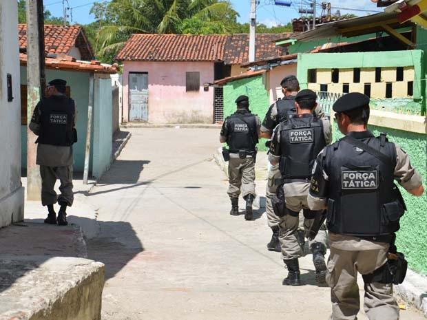 A Polícia Militar fez uma operação no bairro de Mandacarú, com o objetivo de itensificar as abordagens, tendo em vista a continuação do precesso de pacificação no bairro. A ação ocorreu na manhã desta quinta-feira (17).  (Foto: Walter Paparazzo/G1)