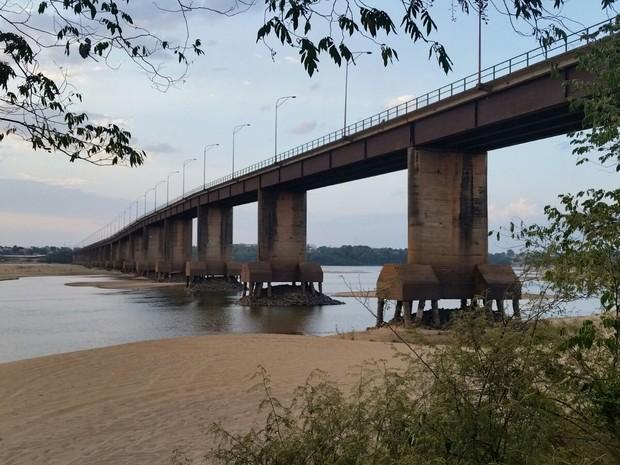 Base de apoio dos pilares da Ponte dos Macuxi estão completamente visíveis (Foto: Arquivo pessoal)