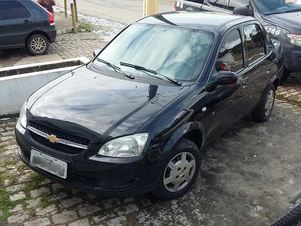 Suspeito comprou carro por R$ 21 mil com dinheiro roubado da vítima