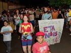 Bloco de carnaval de rua ÊtaNóis passa pela Vila Brasil