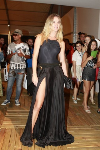 Letícia Birkheuer no Fashion Rio (Foto: Isac Luz / EGO)
