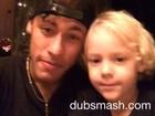 Neymar canta música dos Minions em vídeo engraçado com o filho