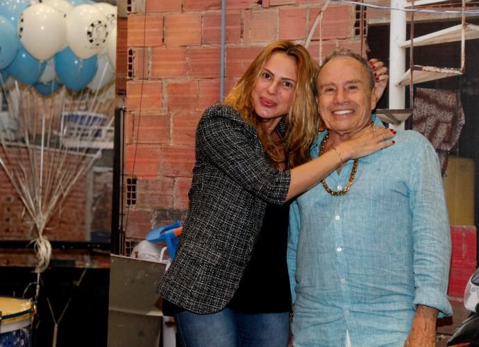 Stênio Garcia e Marilene Saade nos bastidores do Tomara que Caia (Foto: Artur Meninea/Gshow)