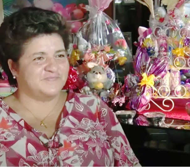 Edna Serique investe na produção de chocolate antes da Páscoa (Foto: Mirian Menezes/ TV Tapajós)