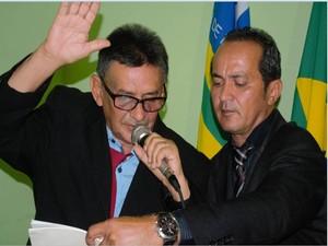 Vice-prefeito que estava no cargo de forma interina, foi empossado  (Foto: Sergio Alves/Portal V1)