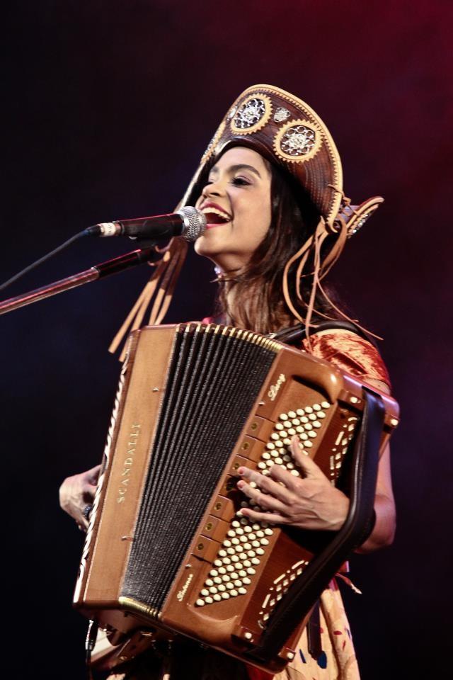 Lucy Alves como vocalista do Clã Brasil (Foto: Arquivo Pessoal)