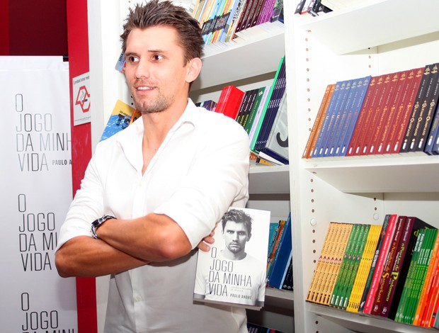 Paulo André no lançamento do livro 2 (Foto: Anderson Rodrigues/GLOBOESPORTE.COM)