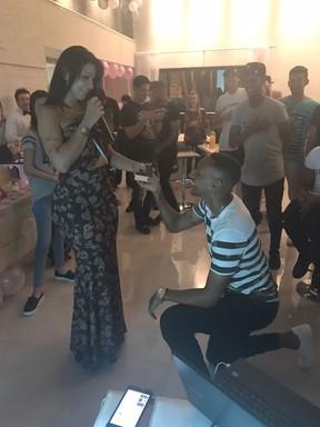Hora em que Jenny Miranda foi pedida em noivado por Artur Jesus (Foto: Arquivo pessoal)