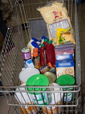 Produtos vencidos à venda foram recolhidos por órgão (Foto: Divulgação/ Prefeitura Tatuí)