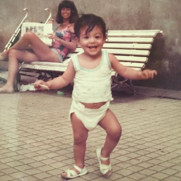 Carol Castro na infância (Foto: Reprodução/Instagram)