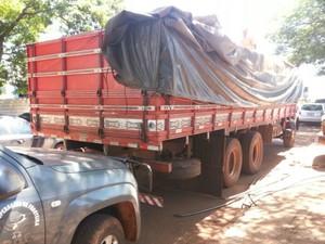 Veículos foram conduzidos para a Defron após a abordagem na rodovia (Foto: Divulgação/DOF)