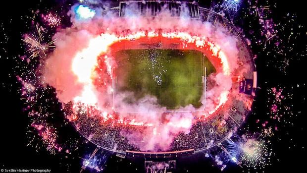 Imagem terceira colocada em popularidade do concurso de fotos tiradas por drones, promovido pelo site 'Dronestagram', mostra um estádio na Bulgária visto de cima. (Foto: Divulgação/Dronestagram)