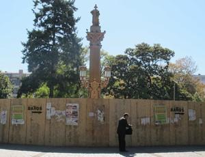 Concepcion - Monumento na Plaza da Independencia ainda sendo restaurado (Foto: Rafael Cavalieri)