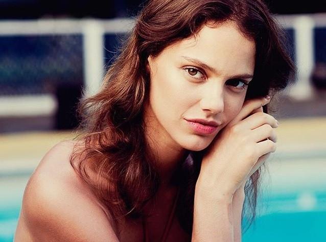 """Laura Neiva é Eva na série """"Desnude"""", da GNT (Foto: Reprodução/Instagram)"""