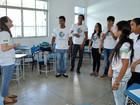 Monitores dos EUA ministram aulas de inglês para estudantes do AP