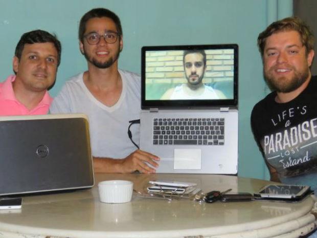 Alunos do curso de pós graduação criaram a plataforma online (Foto: Flávia Lawall / Divulgação)