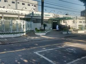 Casal foi encaminhado para a o Hospital Muncipal de São Vicente, no litoral de SP (Foto: G1)