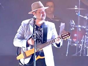 Geraldinho Lins toca no São João do Cerrado (Foto: Reprodução/TV Globo)